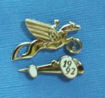 2 PIN'S //  ** 2 LOGOS OFFICIEL / SALON MOTO CYCLO SCOOT & MONDIAL DE L'AUTOMOBILE PARIS '91 '92 ** . (Arthus Bertand) - Pins