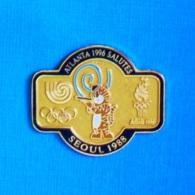 1 PIN'S //  ** JO /ATLANTA 1996 SALUTES / SÉOUL 1988 ** . (™,© 1992 ACOG) - Jeux Olympiques