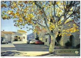 Carte Postale 06. Touët-sur-Var L'hotel De Ville Et L'église 4L Renault 404 Peueot - Frankreich