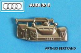 1 PIN'S  //   ** AUDI R8 R / PROTOTYPE V8 TURBOCOMPRESSE / OUVERT à 90° / DEUX TURBOS GARRETT ** . (Arthus Bertrand) - Audi
