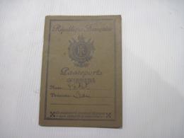 PASSEPORT REPUBLIQUE FRANCAISE  1937 PARIS 1940  TBE - Vieux Papiers