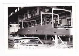 PHOTO Originale Train Wagon Ateliers à Situer VSG Villeneuve St Georges ? Locomotive Electrique Dans Les Années 60 - Trains