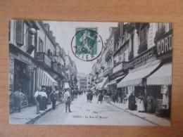 Vichy - La Rue Du Marché - Carte Animée, Circulée En 1909 - Vichy