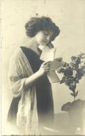 Leyendo Una Carta Año 1910 Zaragoza - Parejas