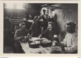 1ère GUERRE MONDIALE 1914-1918 Septembre 1915 à Maisy (Aisne).L'heure De La Soupe à L'intérieur D'une Cagna - War 1914-18