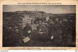 GUERRE 1914-18   L'arrivée Du Courrier Dans Les Tranchées. Officiers Et Soldats Autour Du Vaguemestre. - Guerre 1914-18