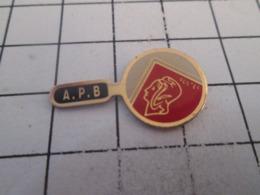 519 Pin's Pins : BEAU ET RARE : Thème ASSOCIATION / PHILATELIE APB LOUPE TIMBRE - Associazioni
