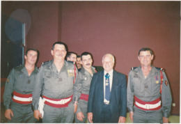 7ém. R. T. A. : - MACON - 1989 - Ancien Officier Et Officiers - En Pose - Portant De Nombreuses  Décorations  à Définir - Guerra, Militares