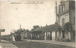 MONTSOULT - La Gare, L'arrivée D'un Train - Montsoult