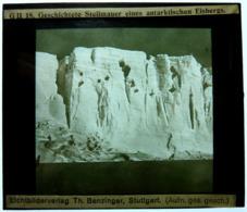 GESCHICHTETE STEILMAUER EINES ANTARKTISCHEN EISBERGS - Diapositiva Su Vetro