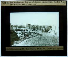 DIE STEILMAUER DES ANTARKTISCHEN INLANDEISES . RECHTS MEERMIT PACKEIS UND EISBERGEN - Diapositiva Su Vetro