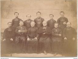 Photo Sur Support Cartonné : Portrait D'un Groupe De Prêtres - Curé - Religieux - Catholique (Ca 1890-1900) - Old (before 1900)