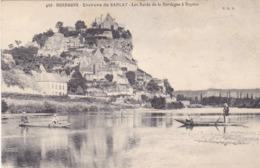 BERG19-  BEYNAC    EN DORDOGNE LES BORDS DE LA DORDOGNE  LES BATEAUX ANGUILLERES - France