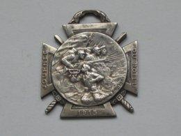 Décoration Journée Du Poilu 1915 - La Marne 1914 -Yser 1915 - Verdun - La Somme 1916   ***** EN ACHAT IMMEDIAT **** - France