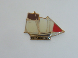 Pin's BATEAU 033 A VOILES, CHALOUPE - Barcos