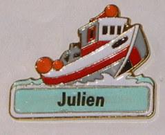Pin's BATEAU 047 JULIEN - Barcos