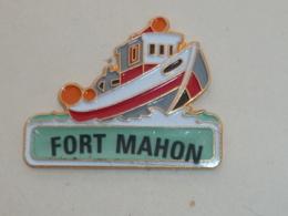 Pin's BATEAU 060 BATEAU DE PECHE, FORT MAHON - Boats