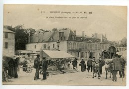 Bergerac La Place Gambetta Un Jour De Marché - Bergerac