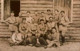 Carte-Photo 33 Militaria Camp De Sourges , Groupe De Militaires Du 144è R.I ,1er Bataillon  1921 , Détails Au Dos - Otros Municipios