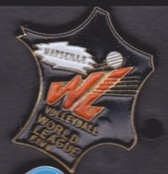 1 PIN'S - MARSEILLE VOLLEY-BALL WORLD LEAGUE FIVB - Villes