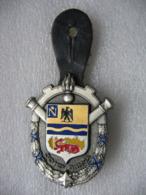 Insigne Militaire Avec Son Cuir Du 301° GRMCA (301° Groupe De Réparation Du Matériel Du Corps D'Armée). Ref G2724 - Army