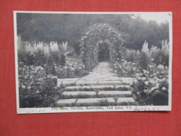 Rose Garden Benvenuto  Tod Inlet , V.I., B.C. , Canada  RPPC  Paper Residue On Back When Removed From Album ,  Ref 3697 - Autres