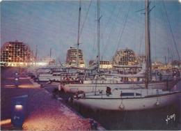 CPM .  LA GRANDE-MOTTE . CREPUSCULE SUR LE PORT  . Affr Au Verso Le 26-8-1971 . 2 SCANES - Frankreich