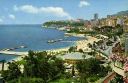 PRINCIPAUTE DE MONACO  Le Sea Club L'Avenue Princess Grasse La Plage De Larvotte Au Loin Le Rocher Et Le Fort Antoine RV - Monaco