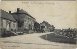 59 Prisches La Place, La Poste Et L'ecole Des Garcons - Otros Municipios