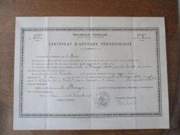CERTIFICAT D'APTITUDE PEDAGOGIQUE LAON LE 15 DECEMBRE1947 Mlle BURGER ARLETTE NEE A VAILLY SUR AISNE LE 15 JUILLET 1925 - Diplomi E Pagelle