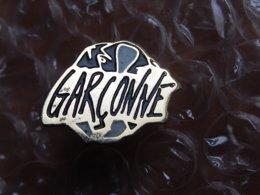Pin's - PARFUM  LA GARCONNE - Parfum
