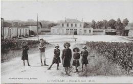 CPA - PAUILLAC - PLACE DE LA GARE - M.D. 14 - ANIMEE - 1918 - Pauillac