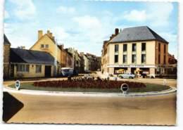 ARGENTAN - Le Rond Point Des 3 Croix - Vue Sur Le Bar Hotel 3 Croix.  Hotel, Citroen HY - Argentan