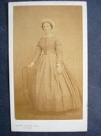 Photo Second Empire.....69 ,gisors ,portrait D'une Femme De Qualité ....photo Aug. Josset - Anciennes (Av. 1900)