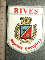 ECUSSON  TISSUS  SAPEURS POMPIERS RIVES - Pompieri