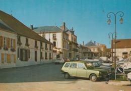 AVIZE (51). La Place Du Marché. Voitures: Renault 6 Et Autres Des Années 1965 -70 - Voitures De Tourisme