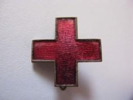 Broche Ou Insigne Infirmier Croix Rouge 1914-1918 - Laiton émaillé, Largeur 21,3 Mm - 1914-18