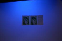 1977 E 2 Bandes De Phosphore Tenant à 1 Bande    Prix Bas Cote 40 € Au 5éme De Cote - Variedades Y Curiosidades