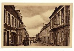 Cpa N° 1 LANDIVISIAU La Mairie Et La Rue De Brest - Landivisiau