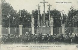TRÉGUIER - Vue Du Calvaire De Protestation Et De La Foule Le Matin De L'Inauguration - Tréguier