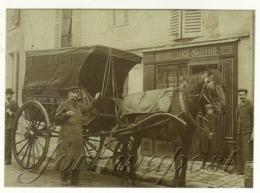 Reproduction Cpa Avec Un Attelage Devant Un Commerce De Bourrellerie Sellerie - Cavalli