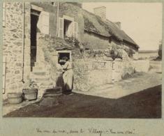 """Agon-Coutainville Circa 1900. Un Coin De Rue Dans Le Village. """" Rue Aux Oies """". Manche. Normandie. - Places"""