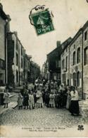 14251 Ardennes - REVIN :   RUE VICTOR HUGO - Tres Belle Animation  Circulée En 1907 - Revin