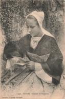 56 Vannes Costume De St Saint Paterne Cpa Bretagne Femme Lisant Une Lettre - Vannes