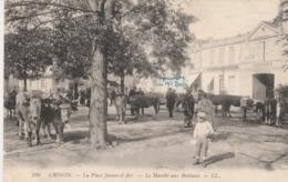 CHINON LA PLACE JEANNE D ARC LE MARCHE AUX BESTIAUX - Chinon
