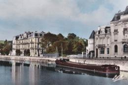 CPSM / Batellerie Péniche à Verdun (55) Le Quai De La République à Gauche Le Cercle Militaire   Ed Estel - Houseboats