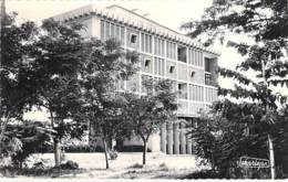 AFRIQUE NOIRE - CONGO Brazzaville - Banque SOCIETE GENERALE - CPSM Dentelée Noir Blanc Format CPA - Black Africa - Brazzaville
