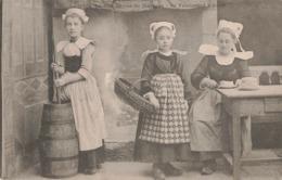 29 Scaer Fabrication Le Bon Beurre De Bretagne Costume De Jeune Fille Folklore Costume Breton Cpa - France