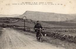LA MOTO 2 H P MONET ET GOYON Montant La Côte De La Grange  Du Bois Avec Un Pilote De 103 Kg - Motorcycle Sport