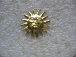 Pin's Du Soleil (15mm De Diametre) - Pin's